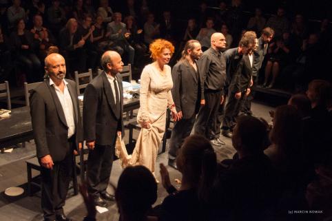 """Uspješno završeno gostovanje predstave """"Hamlet"""" redatelja Olivera Frljića u Łodźu – ovacije za ansambl"""